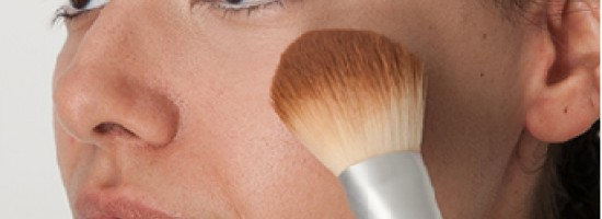 How to remove the needless eyshadow under the eyes